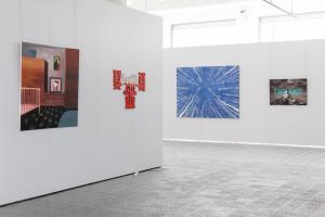 pohled do expozice doprovodné výstavy Na druhé straně (zrcadla) – současná polská malba ze sbírky Galeria Bielska BWA