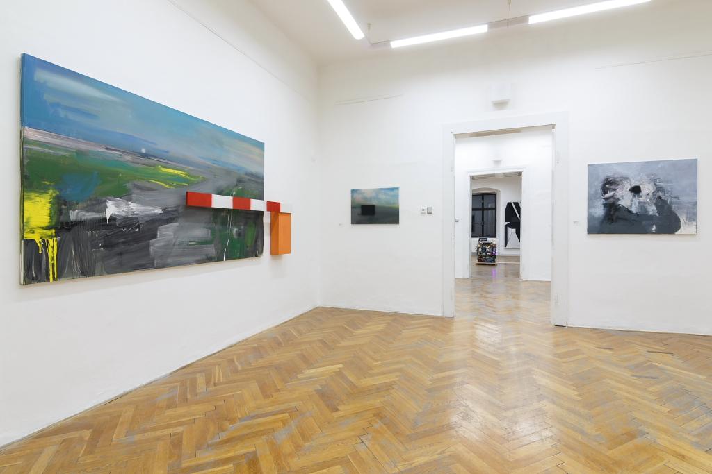 pohled do expozice, kurátorka Beáta Jablonská